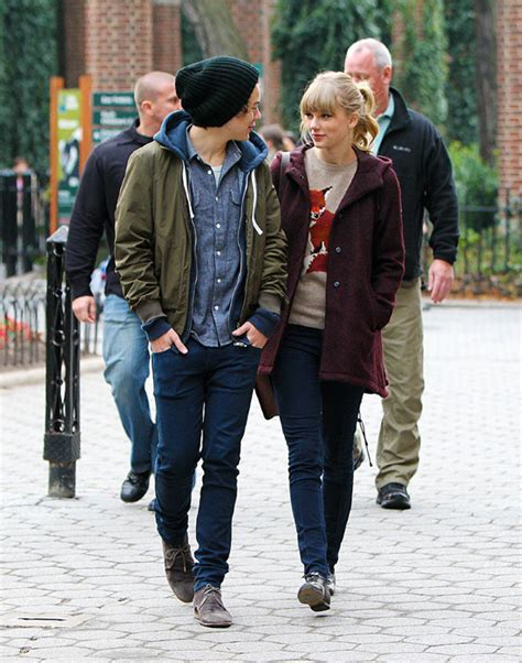 Taylor swift admits she was anxious while dating harry styles jpg 551x700