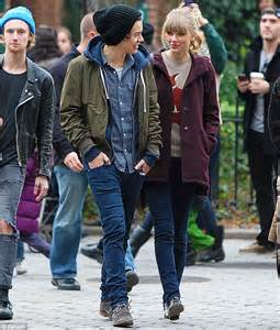 Taylor swift admits she was anxious while dating harry styles jpg 634x743